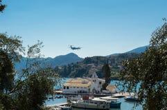Aviões da aterrissagem em Grécia foto de stock royalty free