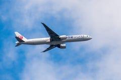 Aviões da linha aérea de Japão do voo fotografia de stock