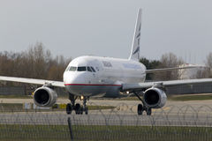 Aviões de Aegean Airlines Airbus A320-200 que correm na pista de decolagem imagem de stock