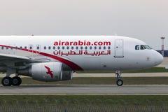 Aviões de Air Arabia Airbus A320-200 que correm na pista de decolagem Fotografia de Stock