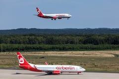 Aviões de Airberlin no aeroporto de Bona da água de Colônia Foto de Stock Royalty Free