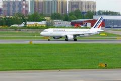 Aviões de Airbus A320-214 das linhas aéreas de Air France no aeroporto internacional de Pulkovo em St Petersburg, Rússia Foto de Stock
