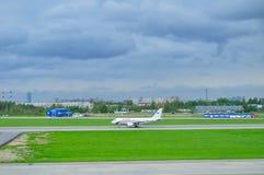 Aviões de Airbus A319-112 das linhas aéreas de Rossiya no aeroporto internacional de Pulkovo em St Petersburg, Rússia Foto de Stock