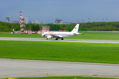 Aviões de Airbus A319-112 das linhas aéreas de Rossiya no aeroporto internacional de Pulkovo em St Petersburg, Rússia Imagens de Stock