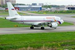 Aviões de Airbus A319-112 das linhas aéreas de Rossiya no aeroporto internacional de Pulkovo em St Petersburg, Rússia Fotografia de Stock