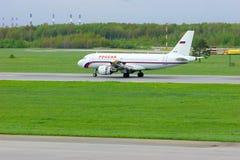 Aviões de Airbus A319-111 das linhas aéreas de Rossiya no aeroporto internacional de Pulkovo em St Petersburg, Rússia Foto de Stock