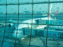 Aviões de Airbus A380 no aeroporto de Dubai Imagem de Stock