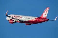 Aviões de Aurbus A-319 do avião de passageiros de AirBerlin Imagem de Stock Royalty Free