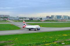 Aviões de British Airways Airbus A320-232 no aeroporto internacional de Pulkovo em St Petersburg, Rússia Fotos de Stock Royalty Free