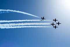Aviões de combate que voam na formação Fotografia de Stock
