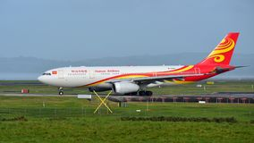 Aviões de Hainan Airlines Airbus A330 que taxiing no aeroporto internacional de Auckland Imagens de Stock