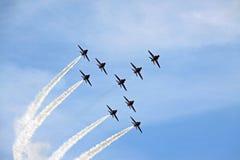Aviões de jato aerobatic da força aérea vermelha do RAF da seta Imagem de Stock