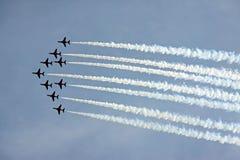 Aviões de jato aerobatic da força aérea vermelha do RAF da seta Foto de Stock Royalty Free