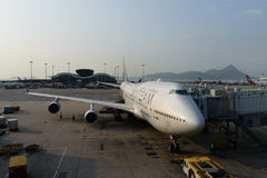 Aviões de jato entrados no aeroporto Fotos de Stock