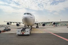 Aviões de jato entrados no aeroporto de Dubai Fotos de Stock