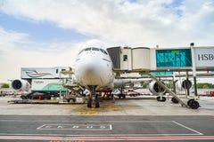 Aviões de jato entrados no aeroporto de Dubai Imagem de Stock Royalty Free