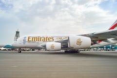 Aviões de jato no aeroporto de Dubai Fotografia de Stock