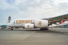 Aviões de jato no aeroporto de Dubai Imagens de Stock Royalty Free