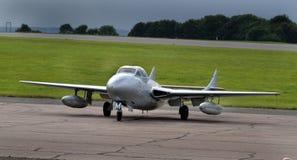 Aviões de lutador adiantados do jato do assento gêmeo e único do vampiro de DeHavilland Fotografia de Stock Royalty Free
