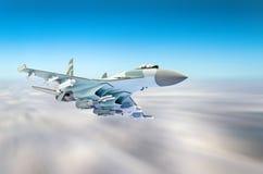 Aviões de lutador militares na alta velocidade, voando altamente no céu fotografia de stock