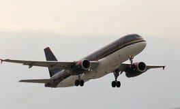 Aviões de partida de Royal Jordanian Airbus A320-232 Foto de Stock