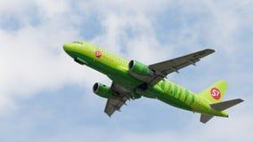 Aviões de passageiro Airbus A320-214 S7 Airlines Foto de Stock Royalty Free
