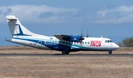 Aviões de passageiro do ATR 42 que preparam-se para a decolagem Fotografia de Stock Royalty Free