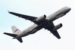 Aviões de reconhecimento do Tupolev Tu-204R 64511 da força aérea do russo que executam o voo de ensaio em Zhukovsky Foto de Stock Royalty Free
