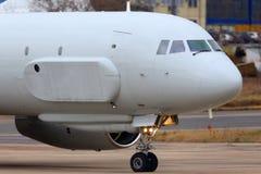 Aviões de reconhecimento do Tupolev Tu-204R 64511 da força aérea do russo que taxiing em Zhukovsky Fotografia de Stock Royalty Free