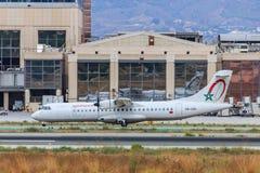 Aviões de Royal Air Maroc que taxiing para a decolagem Imagem de Stock