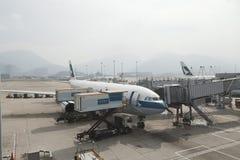Aviões do Cathay no aeroporto de Hong Kong Foto de Stock