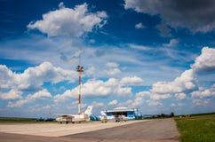 Aviões do esporte na pista de decolagem Resto ativo no fim de semana Fotos de Stock Royalty Free