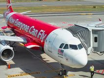 Aviões dos passageiros de espera da linha aérea de Air Asia Fotografia de Stock