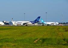 Aviões e garagem de Air Transat Foto de Stock Royalty Free