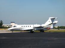 Aviões estacionados pequenos fotos de stock royalty free