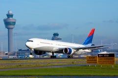 Aviões na decolagem Imagens de Stock