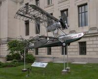 Aviões na frente de Franklin Institute, Philadelphfia do pioneiro de Budd BB-1, Pensilvânia imagem de stock royalty free