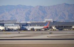 Aviões no aeroporto internacional Las Vegas - LAS VEGAS - NEVADA de McCarran - 12 de outubro de 2017 Foto de Stock Royalty Free