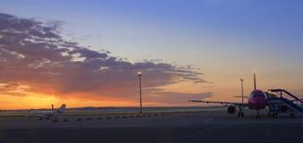 Aviões no airpot 1 Fotos de Stock
