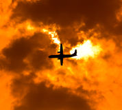 Aviões no por do sol foto de stock