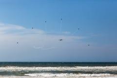 Aviões que voam a acrobacia da formação Fotografia de Stock