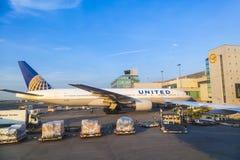 Aviões unidos que estão em Imagem de Stock Royalty Free