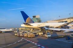 Aviões unidos que estão em Fotografia de Stock