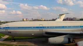 Aviões velhos no museu da aviação em Kiev vídeos de arquivo