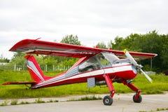 Aviões vermelhos e brancos Wilga PZL104 Fotografia de Stock