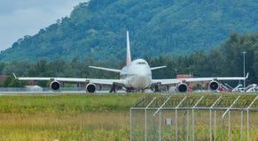 Avi?o do passageiro no aeroporto de Phuket imagens de stock