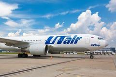 Aviação de Boeing 767-200 VP-BAI Utair que está no aeroporto internacional de Vnukovo Imagens de Stock