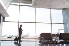Aviador adulto listo para el vuelo Imágenes de archivo libres de regalías