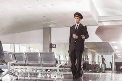 Aviador confiado listo para el viaje Imagenes de archivo