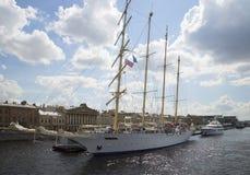 Aviador de la estrella del barco de cruceros en el DES Anglais de la 'promenade' St Petersburg Fotos de archivo libres de regalías
